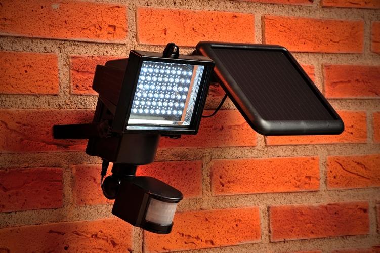 DEFENDER Max Solar Security Light